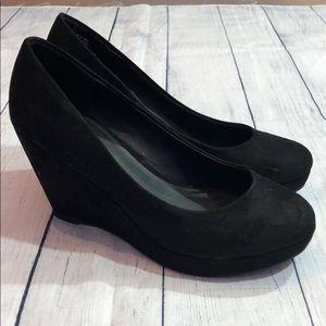 Apt. 9 Black Suede Rounded Toe Wedges